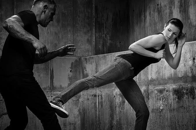 Women fighting of attacker